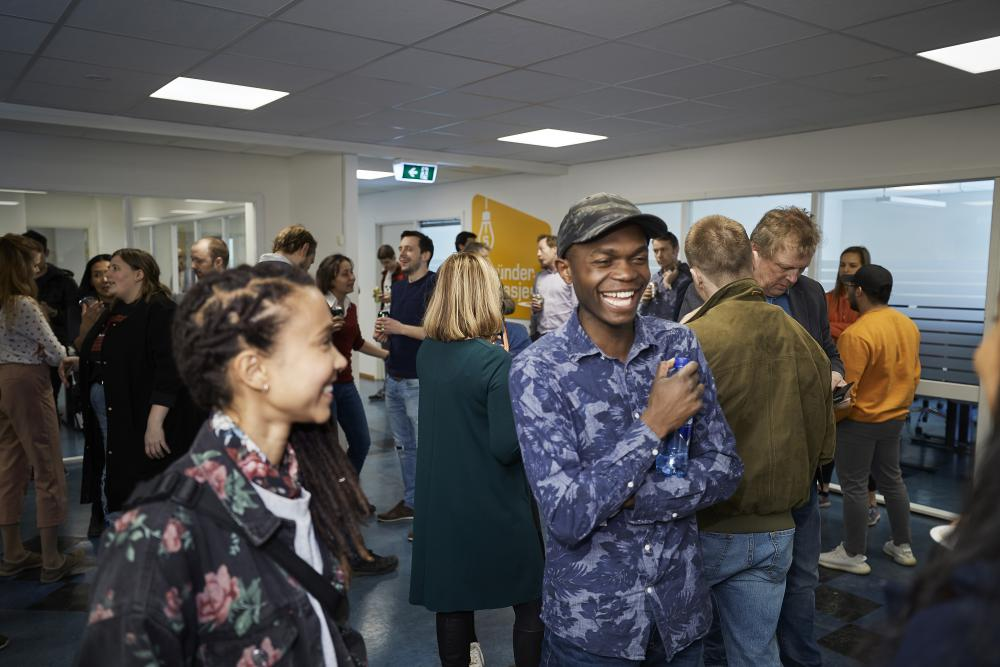 Students, entrepreneurs and friends of the Garage celebrate the opening of the new branch at OsloMet. (Photo: Bård Gudim)