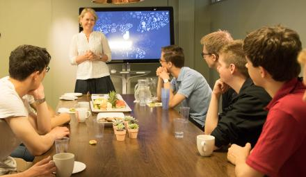 Director of SSRI Marianne Aasen meets with the finalists. (Photo: Karoline Hagane/Simula)