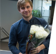 Simula congratulates Aslak Bergersen after he recieves the best thesis award from the Norwegian Computing Centre. (Photo: Simula)