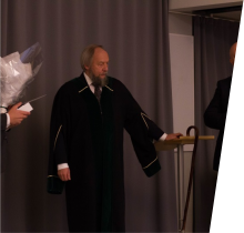Evju (left) is pictured shortly after his defense was declared successful, with the Dean representing the University of Oslo (middle) and Professor Are Magnus Bruaset, Head of the Simula School of Research and Innovation (right).