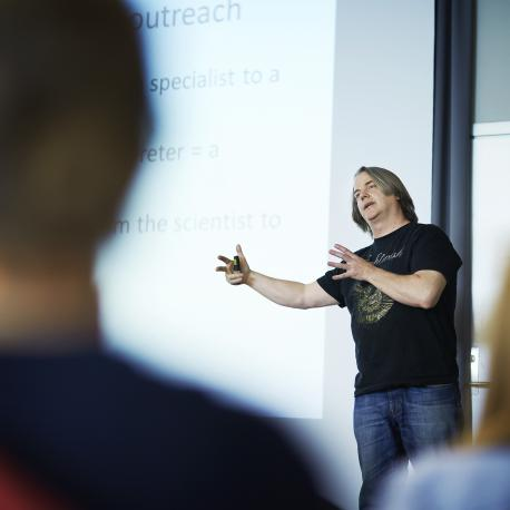 Jørn Hurum giving a lecture on how to communicate research to the public (Photo: Simula/Bård Gudim)