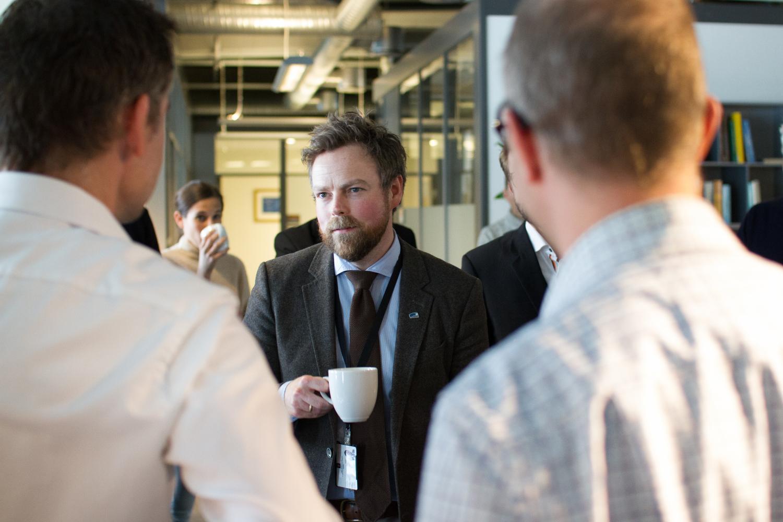 Minister of Research and Education Torbjørn Røe Isaksen visits Simula (Photo: Simula/Karoline Hagane)